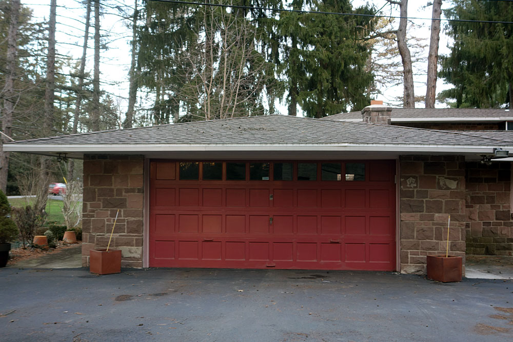Garage of 835 Allens Creek Rd