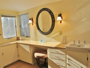 115SummitDrivebathroom