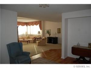 100 Oak Street livingroom