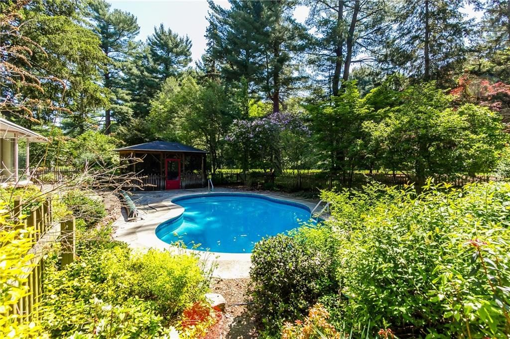 835 Allens Creek Rd-backyard