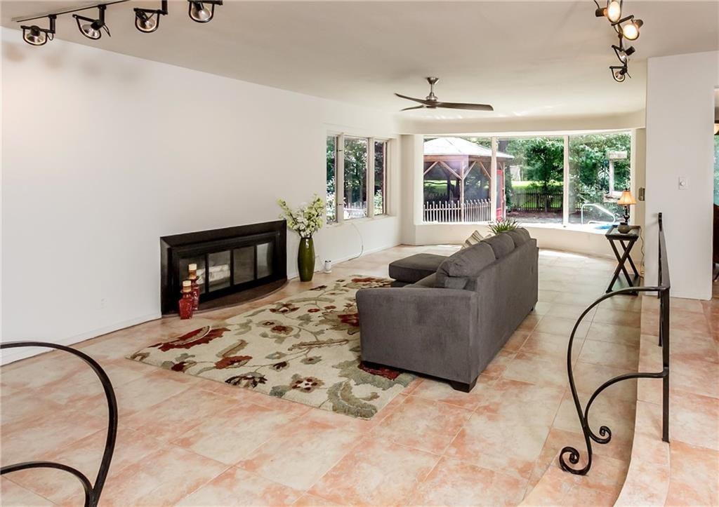 835 Allens Creek Rd-living